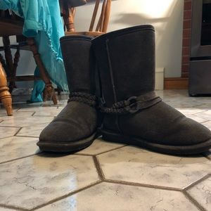 Like New Short Bearpaw Boots